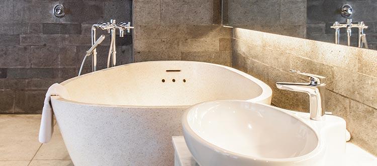 Pool suite room bathtub